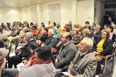 La sala de la Asociación de Escribanos se vio completa de aficionados al cine.