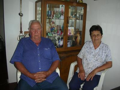 Nelson Gutiérrez y Gladys Mirazón, propietarios del predio donde se hacen las primeras mediciones.