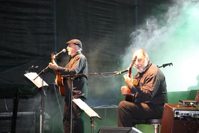 Dúo Larbanois - Carrero en su presentación en Plaza Artigas