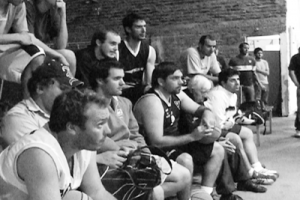 Jugadores escuchando la charla.