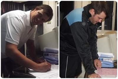 Freddy Gallino y Juan Martin Fernandez al momento de firmar el pase.
