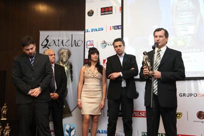 Nicolás Jardim, Wanda Aranguren, Julio Correa y Pablo Texeira, de Canal 4- Cablevision Uruguay