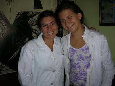 eleonoraperiodista (1) Eleonora sonríe junto a su maestra María Noel López