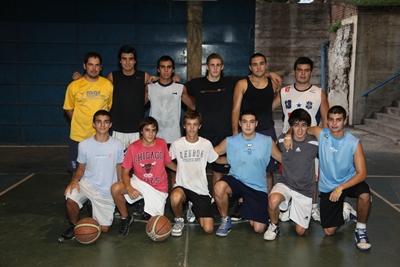 Parte de los chicos que integran los planteles de formativas de Salto Uruguay