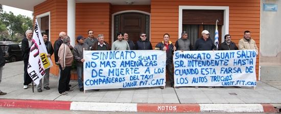 Los taxistas agremiados de Salto se manifestaron la semana  pasada por reclamo en condiciones de trabajo.