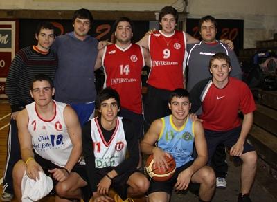 Parte del equipo de cadetes y juveniles de Universitairo
