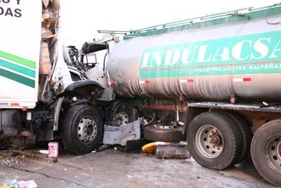 El choque de camiones también en el comentario de los lectores.