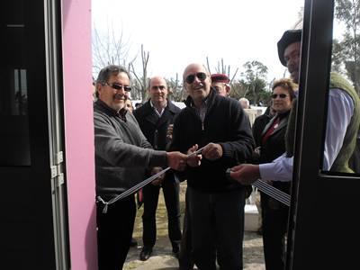 El corte de cinta compartido por el Intendente, el Alcalde de la zona y el titular de la Sociedad Rural (Foto Sara Ferreira)