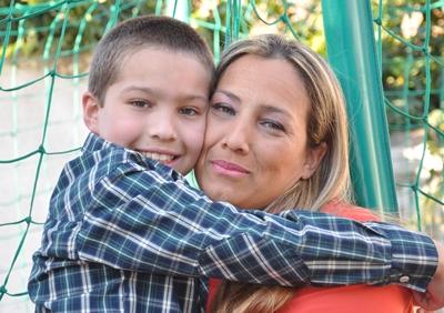 Máximo Gabriel junto a su mamá Marcela (Foto: E. Lagos)