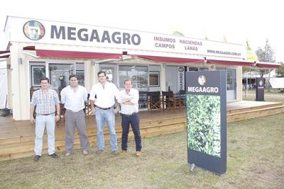 Stand de Megaagro en la Expo Salto 2013.