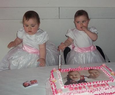 las gemelas Camila y Sofía Rodríguez Sosa - 1 año el 31 - 10 - 2013