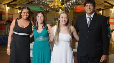MICAELA CUNHA Bibbó junto a sus padres y hermana - fotos ON(2)