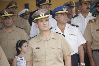 El Coronel Dardo Romero asumiendo el cargo ayer en la Plaza de Armas del Cuartel de Salto.