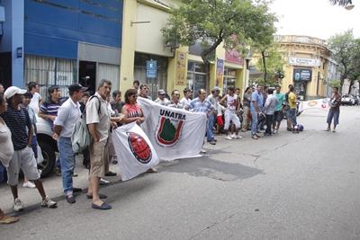Hace pocos días el sindicato de trabajadores de Caputto se manifestó frente al MTSS, aunque finalmente hubo acuerdo.