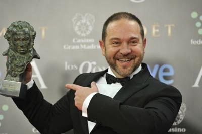 Miguel Ferrari, actor y director venezolano  con su Premio Goya.
