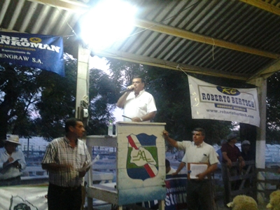 Martín San Román rematando ayer en El Chiflero- Foto: gentileza escritorio Correa y San Román