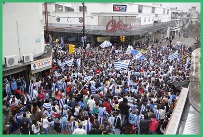 El festejo popular reunió a grandes y chicos en un verdadero carnaval