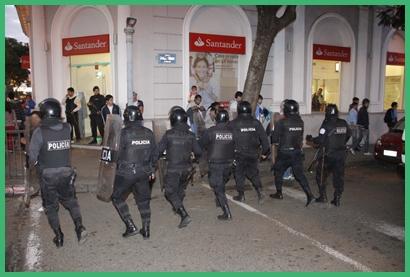La policía debió intervenir ante algunos excesos. Seis de ellos tuvieron diferentes heridas