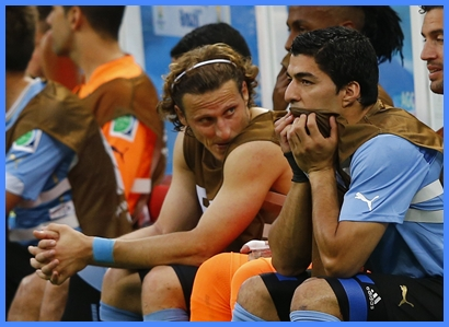 Luis Suárez vio el debut de Uruguay desde el banco de suplentes. No estaba apto para jugar.