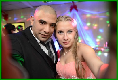 Los novios Diego y Cyntia durante el festejo - foto E. Lagos