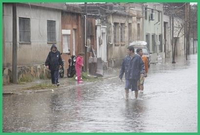 Calle 19 de Abril inmediaciones de los galpones del exferrocarril oeste y las fincas próximas, ya fueron desalojadas