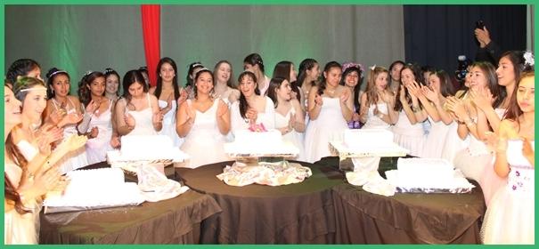 Ramillete de quinceañeras participantes el año anterior. El jueves próximo se reitera