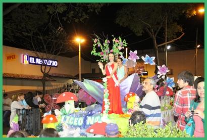 La carroza que representó al Liceo Nº 4 de Salto Nuevo