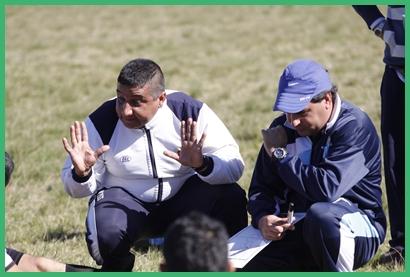 Al término del primer tiempo en el domingo que pasó con Salto Uruguay jugando frente al Progreso del Lolo Aguirre y Fabricio Bassa a la hora de transmitir conceptos