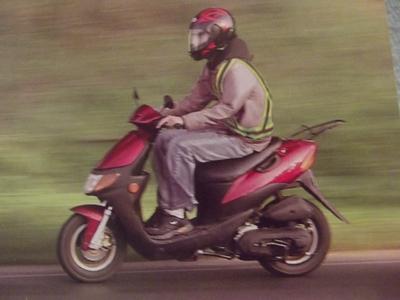 Motonetista reglamentado