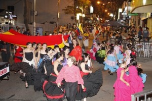 Ronda de colectividad española durante el desfile de Inmigrantes
