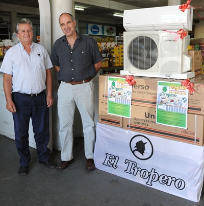 Miguel Mutti y Nicolás Sant' Anna  explicando el sistema de sorteos