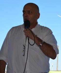 Otto Fernández rematando ayer en local de Parada Fariña