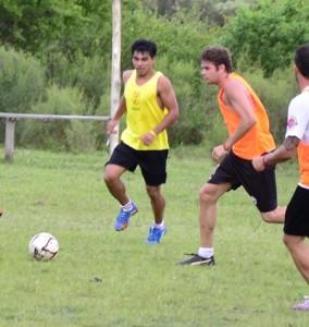 <p>Fabricio Añasco y Matías Flores, entrenamiento del  pasado martes en cancha de Barcelona</p>