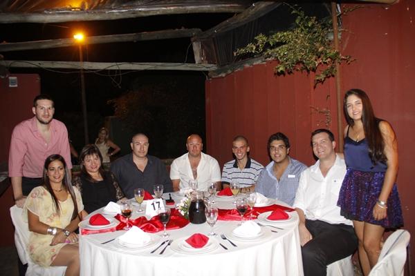 Eduardo Taure y su Sra. Gabriela Guarino, Luis Cuelho y Flia. Enrique Posadas y Sra.