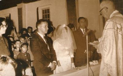 Dora Paiva, Armando Aguirre en el casamiento de Ángel Rocha y Adela Francia. Celebra Marcelo Mendiharat, el 26 de julio de 1966 en Artigas