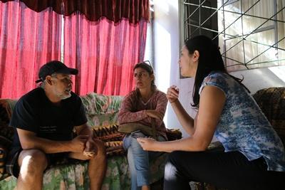 Acuña con Sara Ferreira y Wanda Aranguren de EL PUEBLO