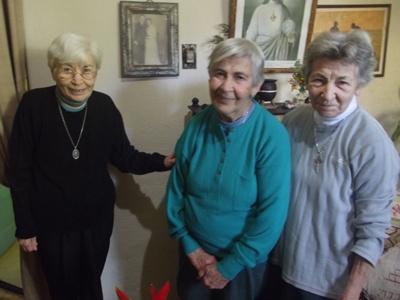 Sus sobrinas Clara, Dorotea y Paulina.