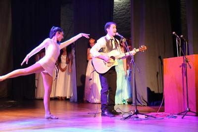 Excelente interpretación bailada por Mariana Píriz  acompañando a Nacho Tosso