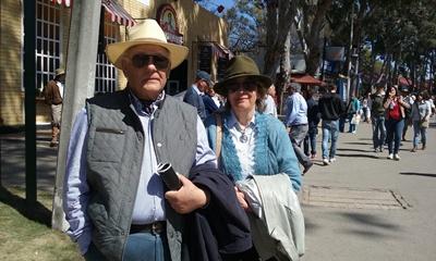 Omar Burutarán junto a su esposa en la Expo Prado