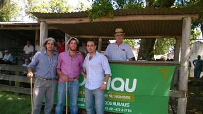 Enrique Beriau y sus colaboradores en local Palomas