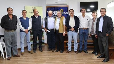 Integrantes del escritorio Correa y San Román, de escritorio Miguel Pizzarossa, integrantes de cabaña Yamandú y representante del Banco Scotiabank en el lanzamiento del remate