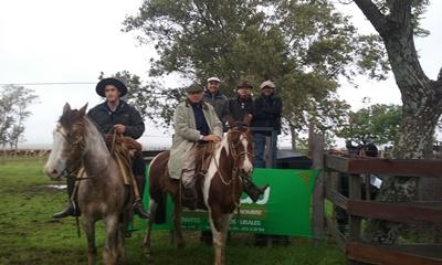 Integrantes de La Madrugada junto a integrantes de Gaudín Hnos. y Enrique Beriau