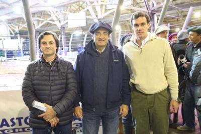 Fernando y Gonzalo Indarte junto a Gastón Araújo