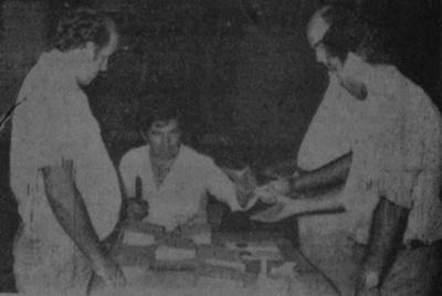 FOTO Una mesa en Salto realizando el escrutinio primario