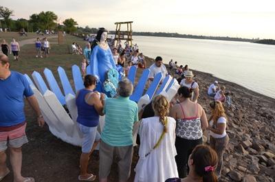 Seguidores  de Iemanjá  se juntaron  en la tardecita