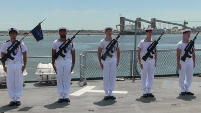 El buque L'Adroit de la Armada Nacional Francesa hace escala en Montevideo