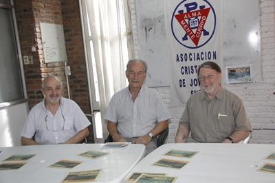Carlos Calisto, secretario de ACJ Salto, Nilo La Greca, presidente y el visitante y ex  Srio. Gral Steve Walker