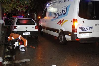 Un motonetista resultó con diversas lesiones tras protagonizar un accidente contra un automóvil en la calle Rivera al 600, el hecho ocurrió ayer de noche