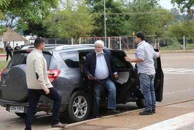 El Ministro del Interior llegando al Club Rowing donde concedió las audiencias