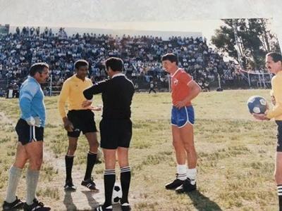"""Néstor Pérez es el árbitro. Julio da Silva y Ramón """"Toto"""" Suárez, los capitanes"""